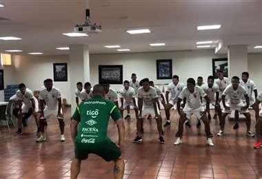 Los jugadores de la selección boliviana en pleno baile. Foto: Captura video