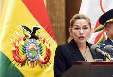La presidenta Jeanine Áñez durante su discurso tras la posesión de su nuevo gabinete de ministros | Foto: ABI