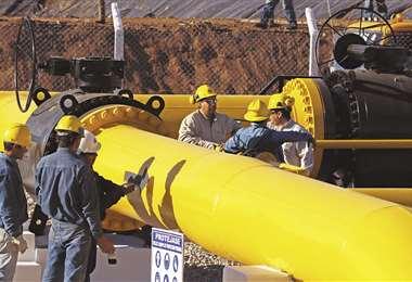 Según Fitch, Bolivia se ve afectado por precios bajos, caída de producción y de la demanda de gas de Brasil.
