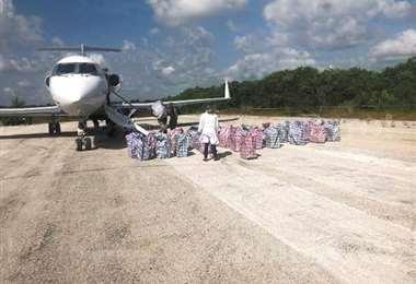 La hipótesis de autoridades argentinas es que el avión hizo una escala 'clandestina' para cargar la droga. Foto: PORESTO.NET.MX