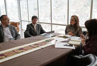 La ministra de Comunicación mantuvo una reunión con el presidente de SIN. Foto: ABI