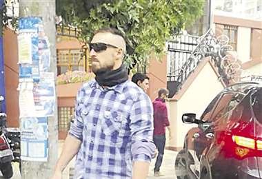 Policías españoles fueron con el rostro cubierto a la residencia mexicana