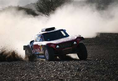 Peterhansel corre en un Mini en el Dakar que se disputa en Arabia Saudita. Foto. AFP