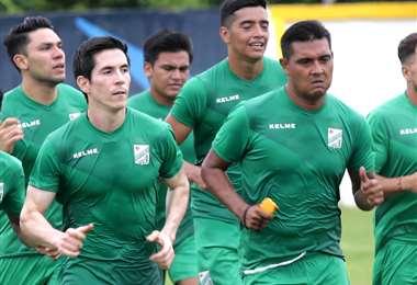 Marco Bueno y José Alfredo Castillo se exigen al máximo en este inicio de pretemporada en el equipo albiverde. Foto. Rolando Villegas