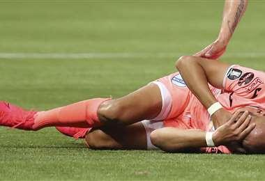 Los jugadores de Bolívar terminaron golpeados por el resultado. Foto: AFP