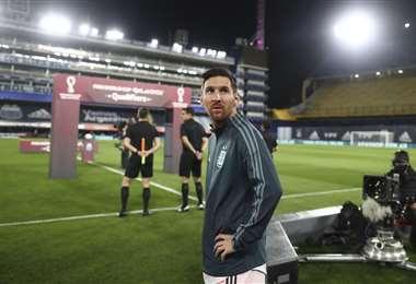 Messi, en la Bombonera, antes del partido ante Ecuador. Foto: AFP