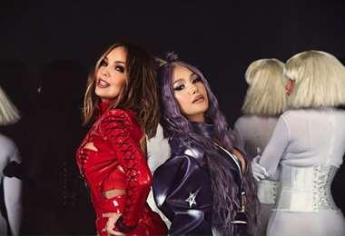 Thalía, de 49 años, y Farina, de 34, lucen muy sexis en el videoclip