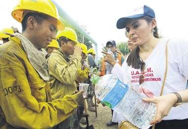 Urge la ayuda a bomberos voluntarios. Foto: Archivo