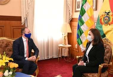 La reunión del embajador Dóczy y la Canciller, Longaric (Foto: Cancillería)