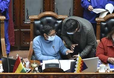 La sesión en el Legislativo I APG.