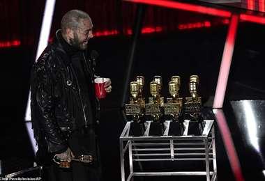 Past Malone al momento de recibir el premio al Mejor Artista del Año