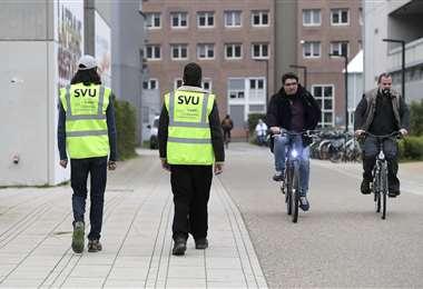 Miembros de las brigadas de salud en el campus de la universidad de Estrasburgo. Foto AFP