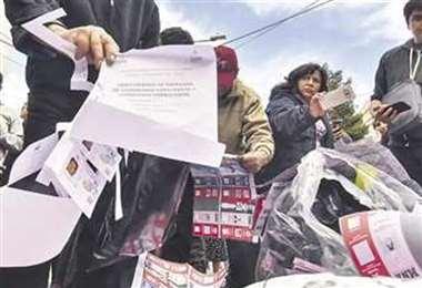Hallaron papeletas en las calles, tras el fraude. Archivo