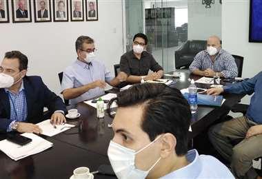 Ian Miranda, jefe de Representaciones Empresariales de Cainco, Oswaldo Barriga, presidente