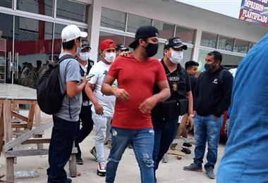Los detenidos fueron conducidos a la Felcc. Foto. Segip