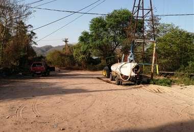 En la Chaco transportan agua en cisternas