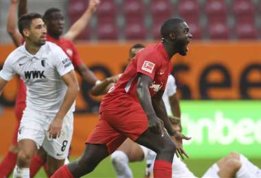 Una reacción de Nordi Mukiele durante el partido. Foto: AFP