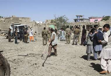 Doce muertos y decenas de heridos por atentado con coche bomba en Afganistán