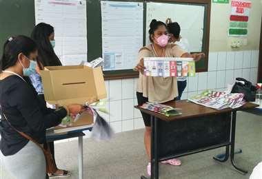 La ciudadanía está atenta al conteo de votos. Foto: Fernando Rojas