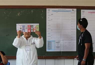 El conteo se inició en el colegio Claudina Thevenet. Foto: Jorge Gutiérrez