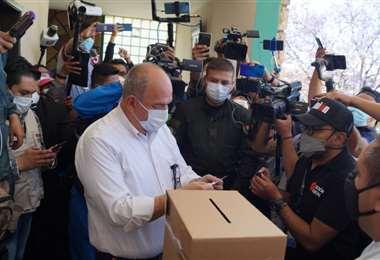El ministro Murillo al momento de emitir su voto.