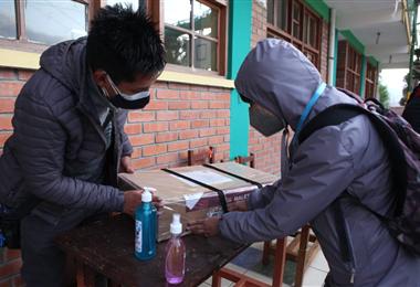 Por la pandemia los jurados cuentan con medidas de bioseguridad. Foto. Abad Miranda
