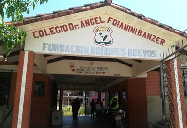 La votación en el colegio Ángel Foianini es normal. Foto. Guider Arancibia