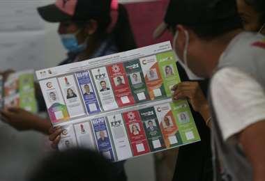 Conteo de votos en recintos de Santa Cruz I EL DEBER.