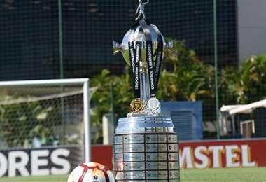 El trofeo que recibe el campeón de la Copa Libertadores. Foto: internet