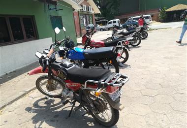 Las motos y vehículos de cuatro ruedas están en Tránsito. Foto. Guider Arancibia