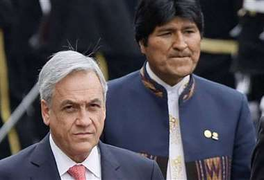 Piñera (izq.) tuvo ciertas asperezas con Evo Morales en el pasado, por el tema marítimo