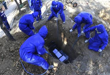 Muchas personas han sufrido por no tener donde sepultar a sus familiares. Foto. Internet