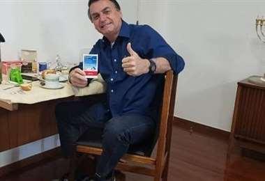 El mandatario brasileño cuando anunció que superó el covid. Foto Internet
