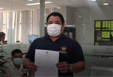 El fiscal Mariaca muestra el memorándum del cesado.