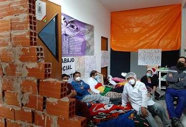 Los huelguistas de hambre, momentos antes de ser tapiados totalmente.