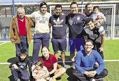 Integrantes de las familias Montero y Flores