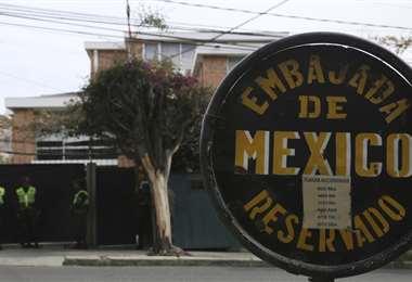 Ex autoridades aguardan en la embajada de México en La Paz