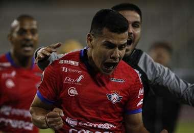 El festejo de Moisés Villarroel, autor del gol del triunfo aviador. Foto: AFP