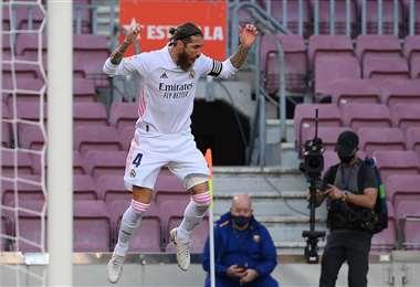 La celebración de Sergio Ramos, tras el gol que marcó de penal. Foto: AFP