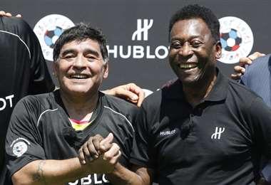Maradona y Pelé, dos íconos del fútbol mundial. Foto: internet