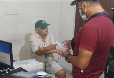 Vargas, luego de ser aprehendido por la Policía. Foto: Felcn