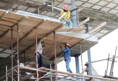 La crisis en el sector constructor ya dejó 250.000 obreros desempleados