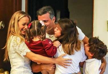 Leopoldo López y su familia en España