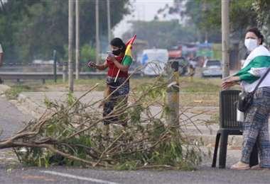Vecinos bloquean vías/Foto: Ricardo Montero