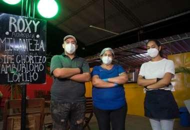 """Aracely Daza y su familia trabajan juntos en el restaurante """"Roxy Resto-Bar"""""""