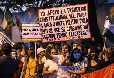 """Agrupaciones exigen una """"juna Militar""""."""