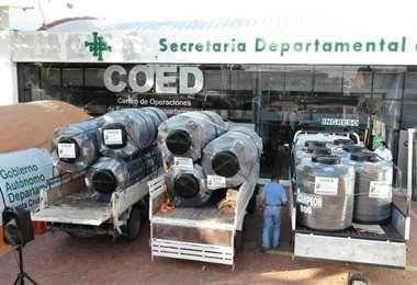 Se enviaron rollos de pasto y tanques de agua a los municipios. Foto: Dircom