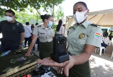 Murillo entrega body cams en el Comando Departamental/Foto: Fuad Landívar