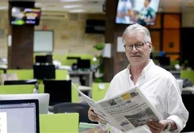 Pedro Rivero Jordán en la sala de redacción de EL DEBER