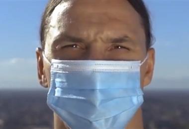 Zlatan promociona el uso de mascarillas. Foto Internet